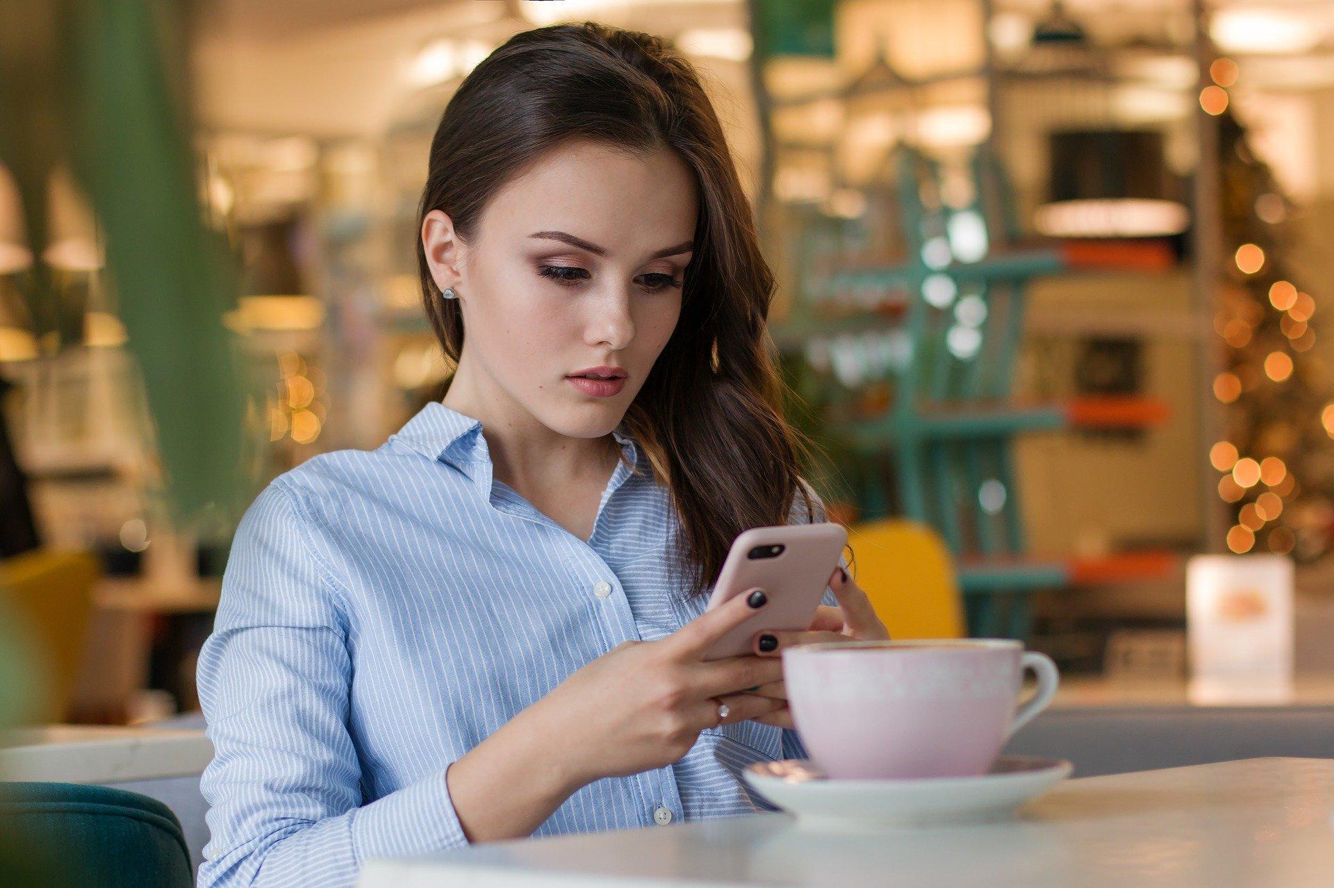 Выяснилось, что смартфоны «портят» вкус еды