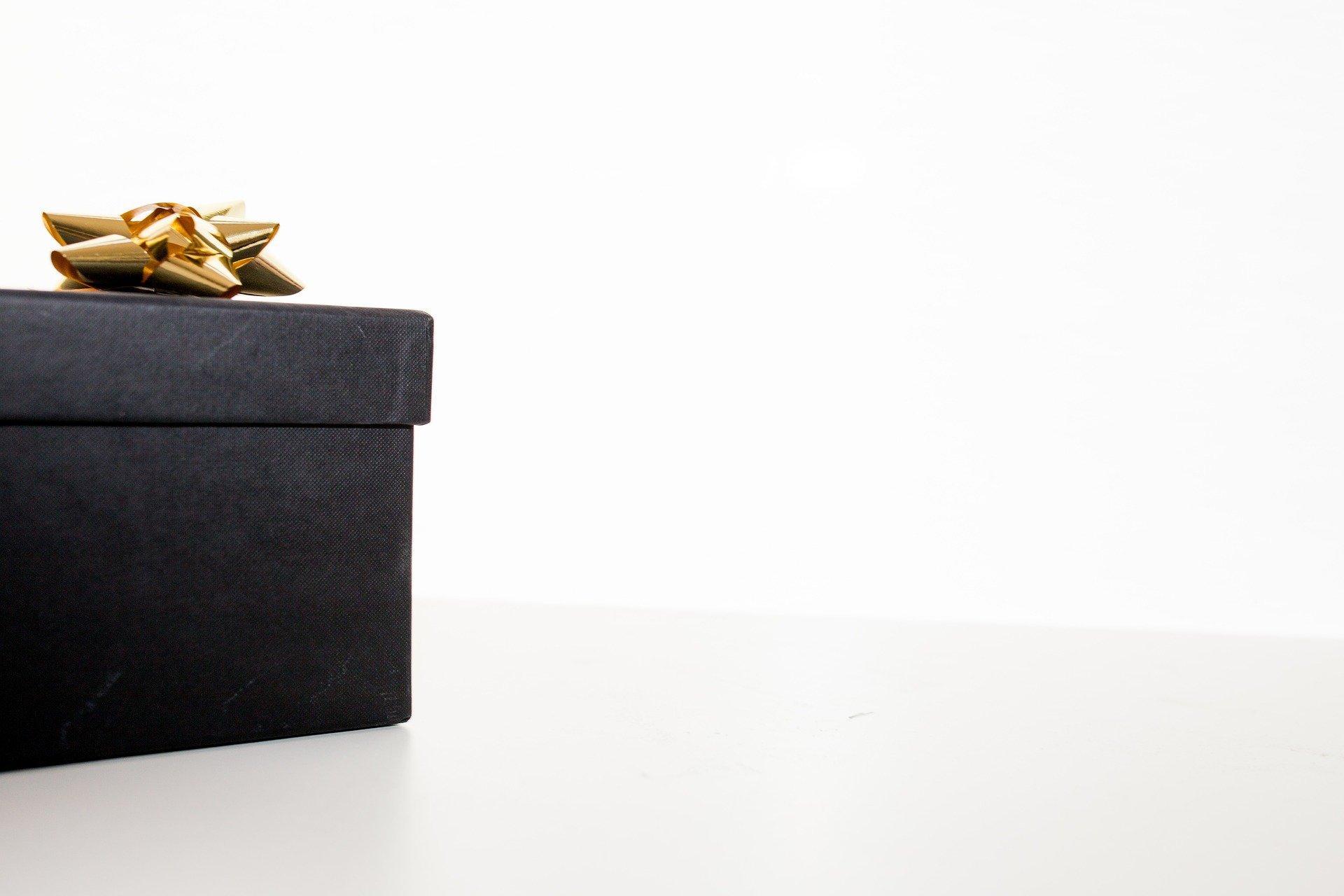 Как удивить друга вего день рождения? Советы повыбору оригинального подарка
